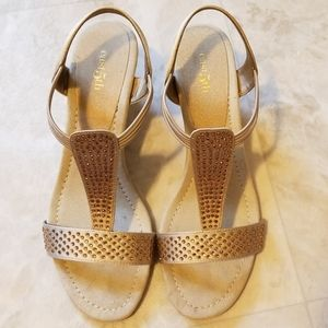 Gold East 5th wedges